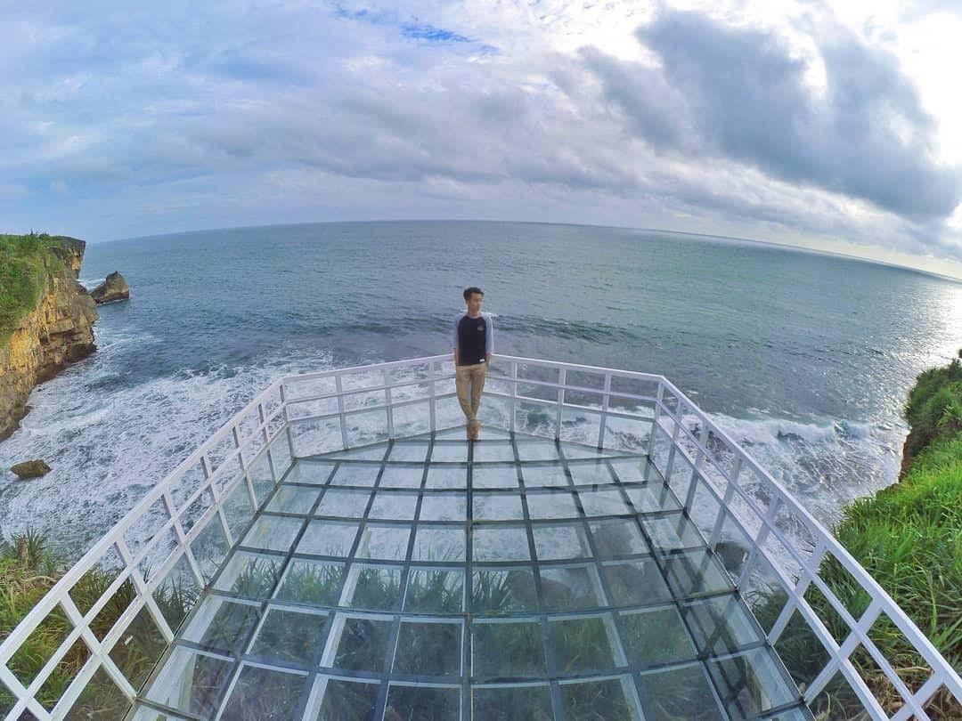 jembatan kaca pantai nguluran spot selfie baru di jogja